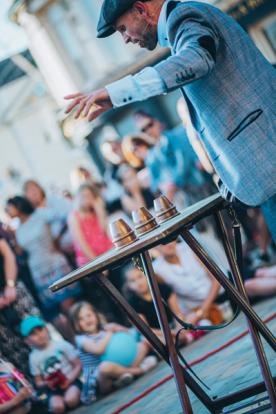 Paul Thomas - Street busker magician