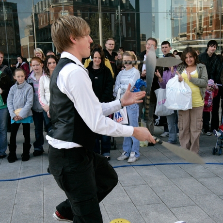 Jamie Ben - street Juggler and performer